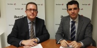 Signature of the collaboration agreement by Jesús Antonio Beamonte,  Provincial Director of Ibercaja (left) and Javier Cenarro, CEFCA's director (right).